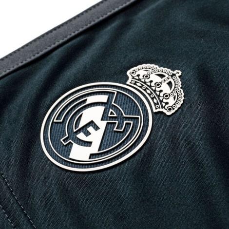 Взрослая гостевая форма Реал Мадрид 18-19 c длинными рукавами шорты герб клуба