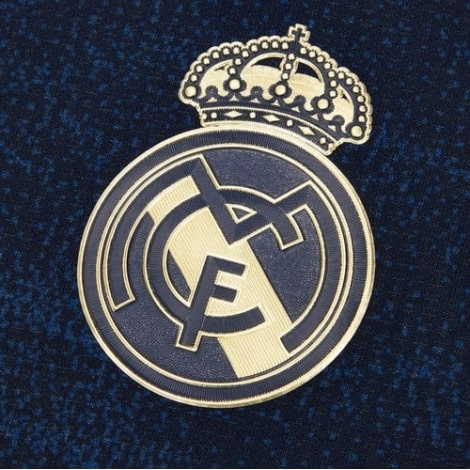 Детский комплект гостевой формы Реал Мадрид 2019-2020 футболка герб клуба
