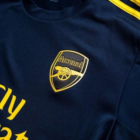 Третья игровая футболка Арсенала 2019-2020 герб клуба