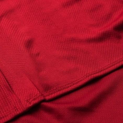 Технология изготовления на футболке Ливерпуля 2018-2019