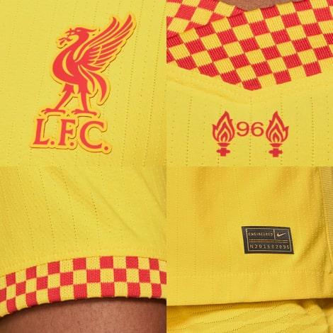 Третья аутентичная футболка Ливерпуля 2021-2022 логотипы