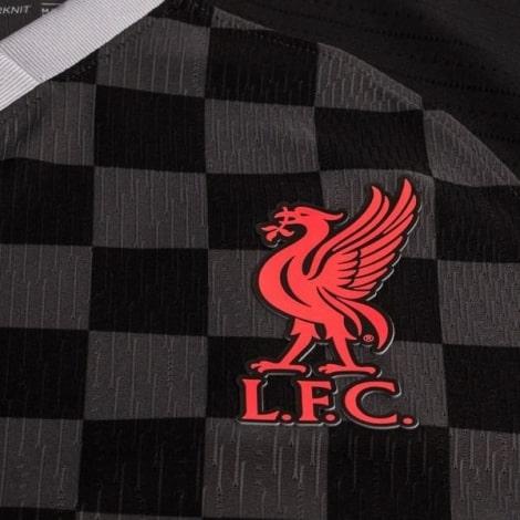 Третья аутентичная футболка Ливерпуля 2020-2021 герб клуба