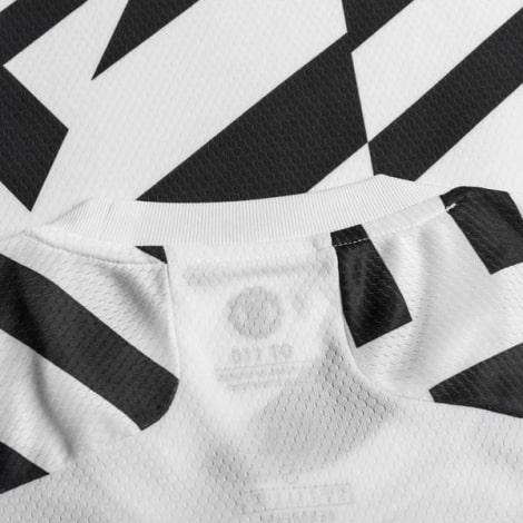 Третья игровая футболка Манчестер Юнайтед 2020-2021 воротник сзади