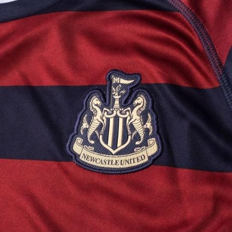 Гостевая игровая футболка Ньюкасл Юнайтед 2018-2019 герб клуба