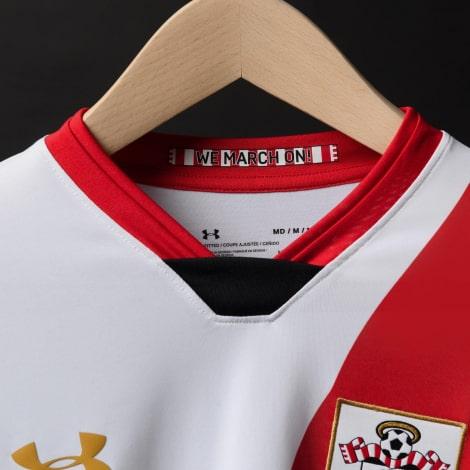 Гостевая игровая футболка Саутгемптон 2020-2021 вблизи