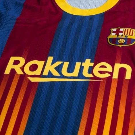 Четвертая аутентичная футболка Барселоны 2020-2021 вблизи