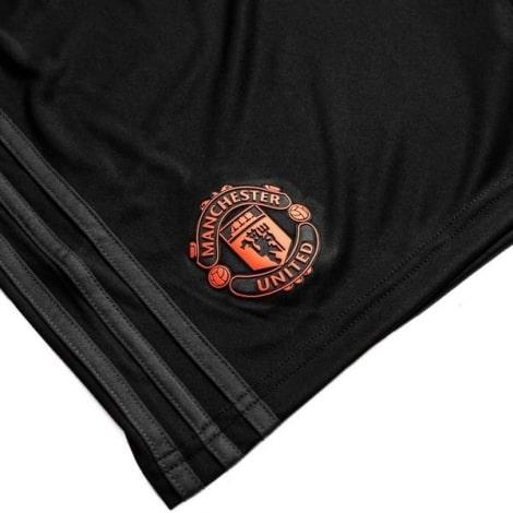Детская третья форма Манчестер Юнайтед 2019-2020 шорты герб клуба