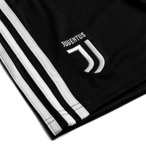 Комплект детской домашней формы Ювентуса 2019-2020 шорты герб клуба