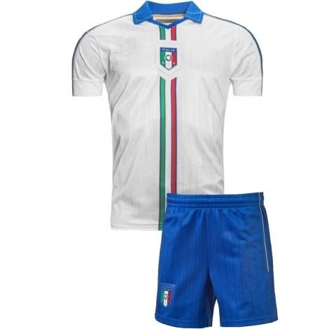 Гостевая футбольная форма сборной Италии 2016-2018