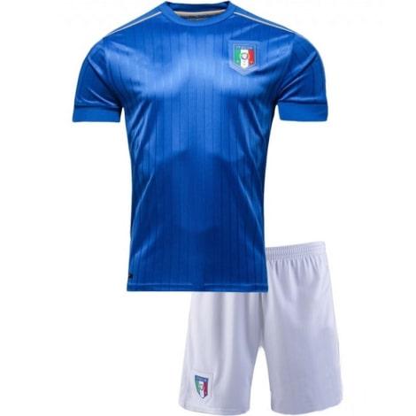 Домашняя футбольная форма сборной Италии 2016-2018