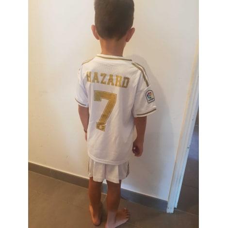 Детская домашняя футбольная форма Эден Азар 2019-2020 на ребенке