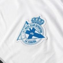 Третья игровая футболка Депортиво 2018-2019 герб клуба