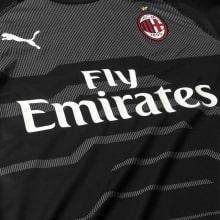 Вратарская гостевая футболка Милана 2018-2019 вблизи
