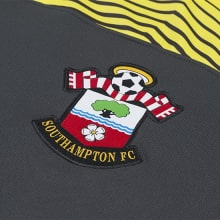 Гостевая игровая футболка Саутгемптон 2019-2020 герб клуба