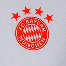 Комплект детской гостевой формы Баварии 2020-2021 футболка герб клуба
