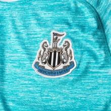 Третья игровая футболка Ньюкасл Юнайтед 2018-2019 герб клуба