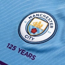 Детская домашняя футбольная форма Де Брёйне 19-20 футболка герб клуба