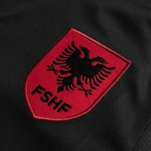 Третья футболка сборной Албании 2020-2021 года герб сборной