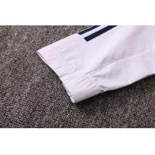 Бело-синий спортивный костюм Ювентуса 2021-2022 рукав