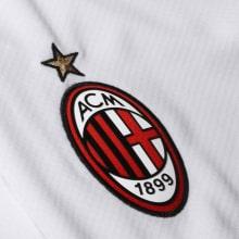 Детская гостевая футбольная форма Милан 2020-2021 шорты герб клуба