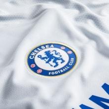 Гостевая игровая футболка Челси 2017-2018 логотип клуба
