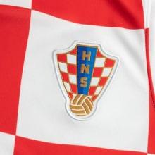 Домашняя футбольная форма Хорватии на ЕВРО 2020-21 футболка герб сборной