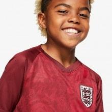 Детская гостевая футбольная форма Англии 2019-2020 вблизи