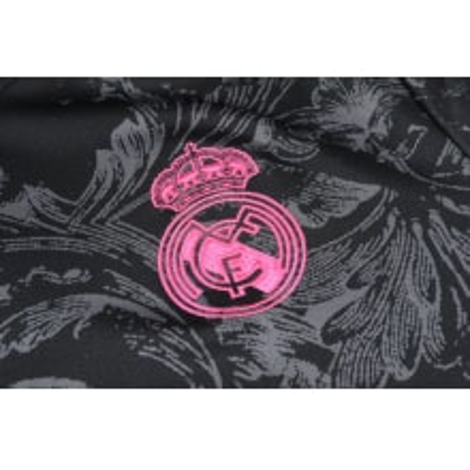 Черно-розовый костюм Реал Мадрид 2021-2022 герб клуба