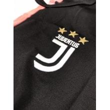 Комплект взрослой домашней формы Ювентуса 2019-2020 Къелини герб клуба