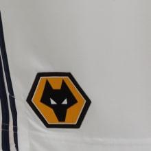 Детская гостевая форма Вулверхэмптон 2020-2021 шорты герб клуба