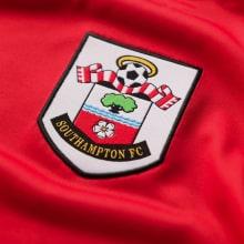 Домашняя игровая футболка Саутгемптон 2020-2021 герб клуба