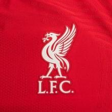 Домашняя аутентичная футболка Ливерпуля 2020-2021 герб клуба