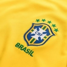 Женская домашняя футболка сборной Бразилии на ЧМ 2018 герб