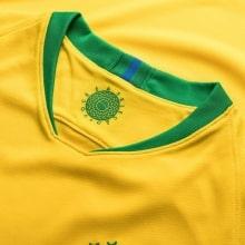 Желтая домашняя майка Бразилии с длинным рукавом на ЧМ 2018 воротник