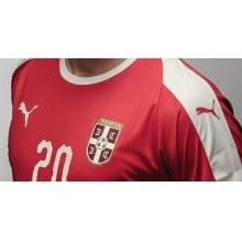 Красная домашняя футболка сборной Сербии на чемпионат мира 2018 вблизи