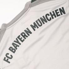 Вратарская домашняя футболка Баварии 2018-2019 название клуба