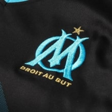Гостевая игровая футболка Марселя 2018-2019 герб клуба