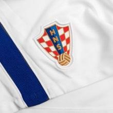 Домашняя футбольная форма Хорватии на ЕВРО 2020-21 шорты герб сборной
