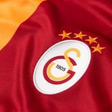 Домашняя игровая футболка Галатасарай 2018-2019 герб клуба