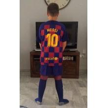 Детская домашняя футбольная форма Месси 2019-2020 на ребенке сзади