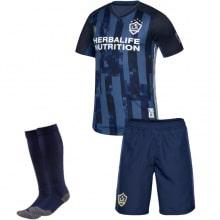 Детская гостевая футбольная форма Ибрагимович 19-20 футболка шорыт и гетры спереди