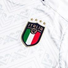 Детская гостевая футбольная форма Италии на ЕВРО 2020 герб клуба