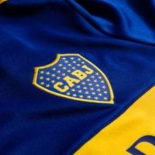 Домашняя игровая футболка Бока Хуниорс 2020-2021 герб клуба