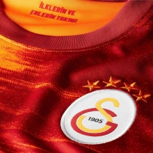 Комплект взрослой домашней формы Галатасарай 2020-2021 футболка герб клуба
