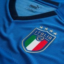 Домашняя футбольная форма сборной Италии 2018-2019 логотип