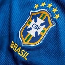 Гостевая футболка сборной Бразилии на чемпионат мира 2018 логотип