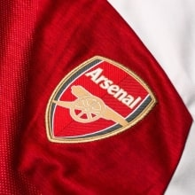 Домашняя майка Арсенала с длинным рукавом 2018-2019 герб клуба