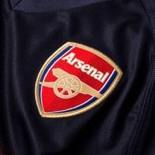 Детская гостевая футбольная форма Арсенал 2018-2019 герб клуба