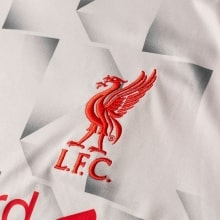 Третья игровая футболка Ливерпуля 2018-2019 герб клуба