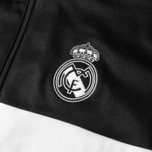 Взрослый черный костюм Реал Мадрид 18-19 герб клуба